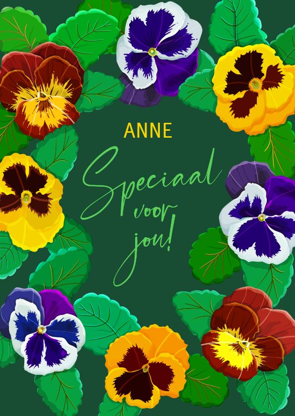 Bloemenkaarten - Mooie bloemenkaart voor een jarige met violen op groen