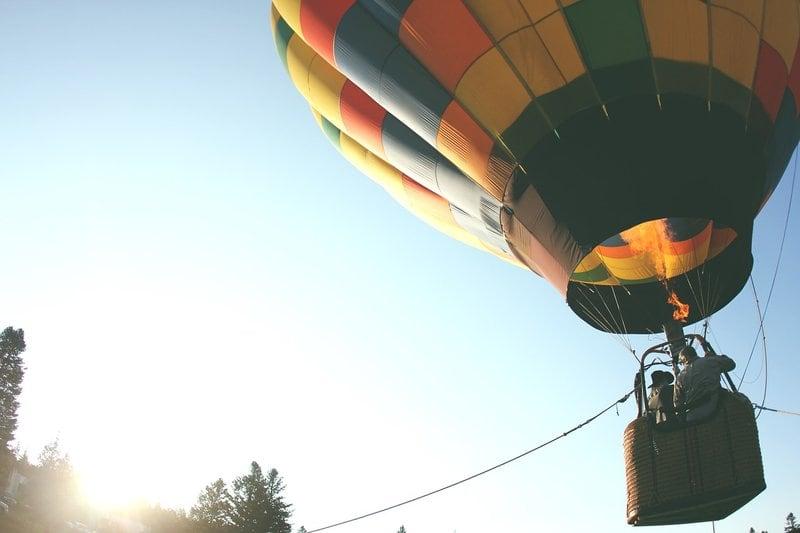 25 jaar getrouwd cadeau ideeën luchtballonvaart