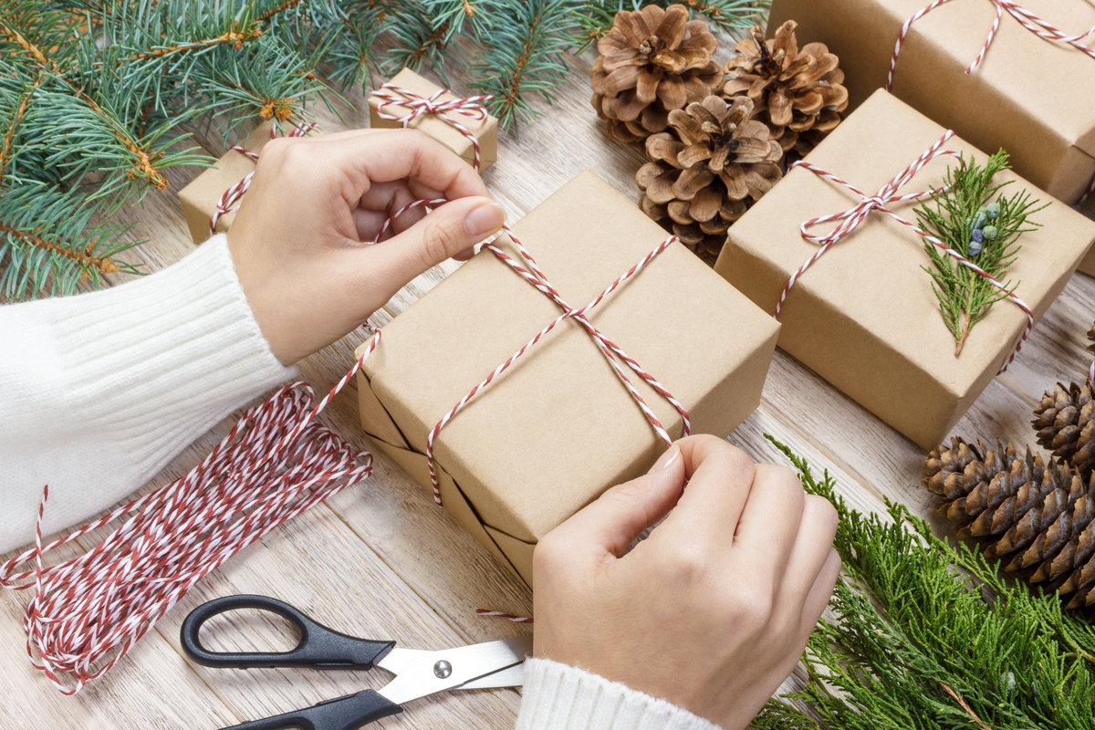 Creatief kerstcadeaus inpakken