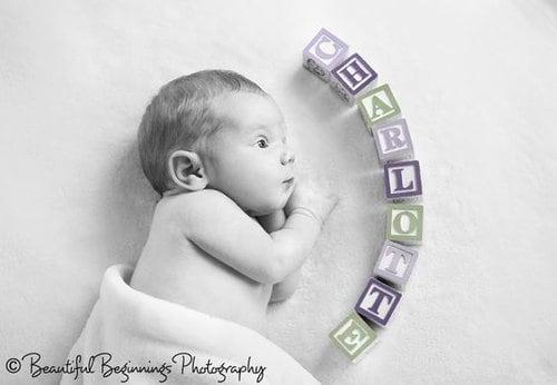 Fotokaarten maken geboortekaartje met letterblokken