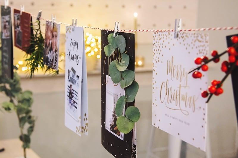 Kerstkaarten leuk ophangen aan een lijn