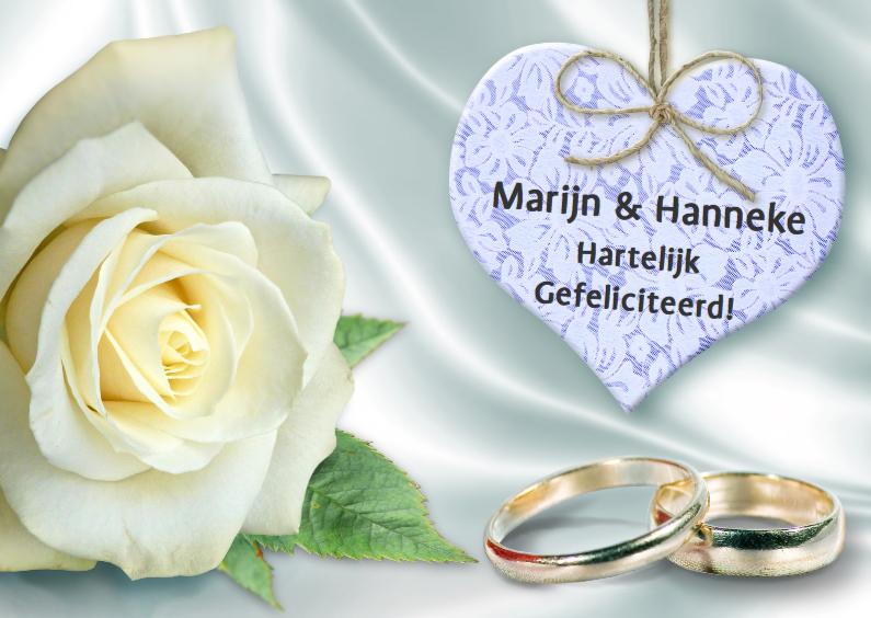 Felicitatiekaarten - Felicitatiekaart ringen. hart en witte roos op satijn-look