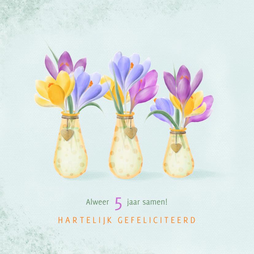 Felicitatiekaarten - Felicitatiekaart vaasjes met stippen vol kleurige krokussen
