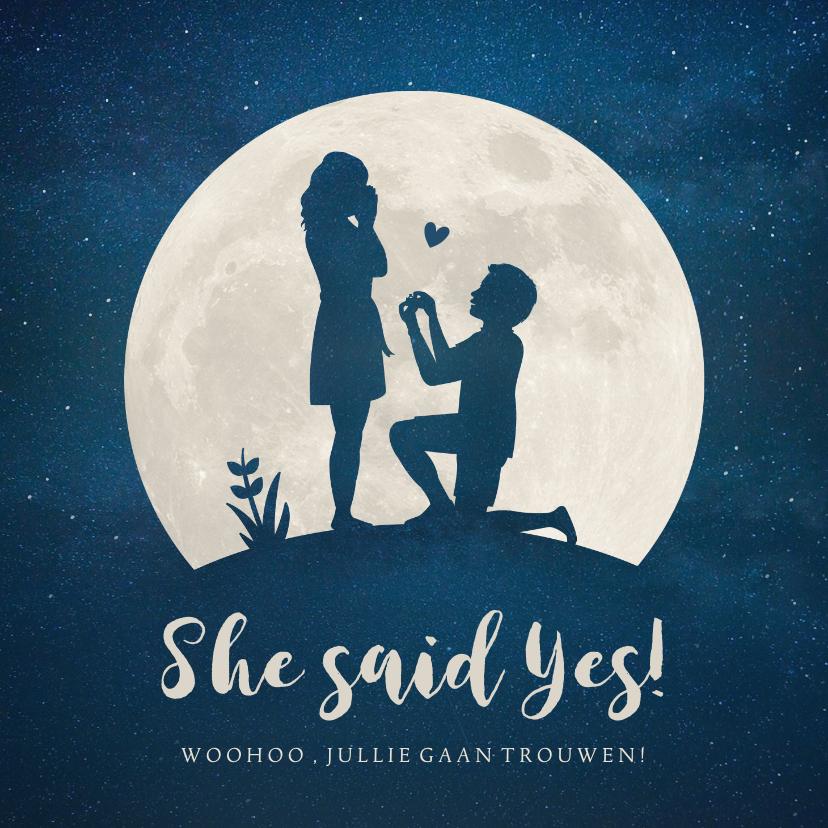Felicitatiekaarten - Felicitatiekaart verloving - silhouet van aanzoek in maan