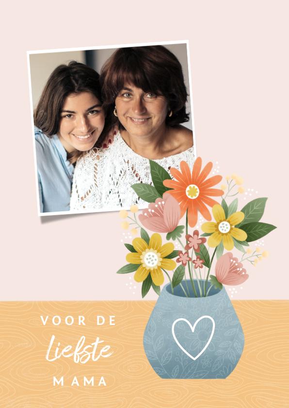 Fotokaarten - Fotokaart moederdag met bosje bloemen in vaas en hartje