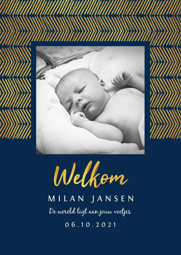 Geboortekaartjes - Geboortekaartje jongen stijlvol met foto en goud patroon