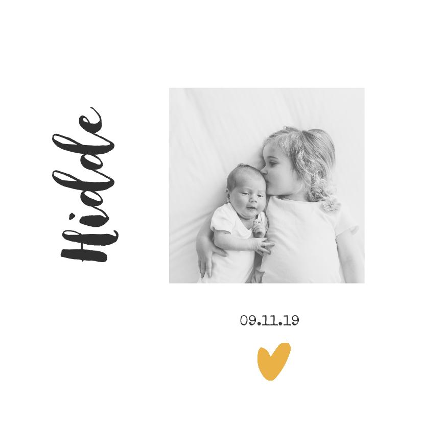 Geboortekaartjes - Hip en trendy geboortekaartje met okergeel hartje