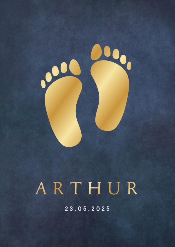 Geboortekaartjes - Klassiek staand geboortekaartje jongen met goudlook voetjes