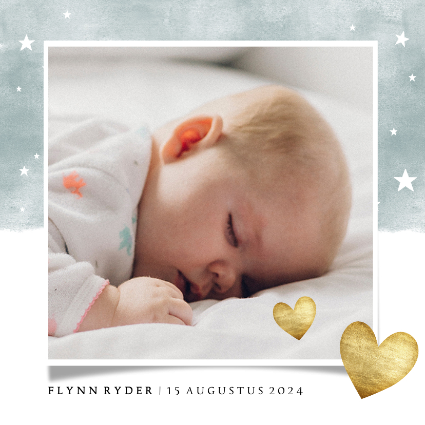 Geboortekaartjes - Lief geboortekaartje met blauwe waterverf en gouden hartjes