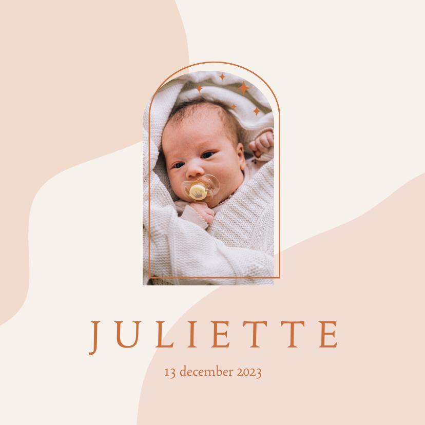 Geboortekaartjes - Trendy geboortekaartje in roze aardetinten met foto en boog