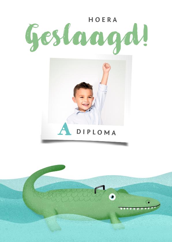 Geslaagd kaarten - Geslaagd hip krokodil zwemdiploma foto
