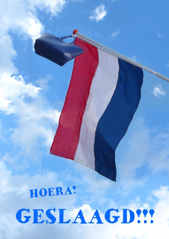 Geslaagd kaarten - Geslaagde vlag in de wolken