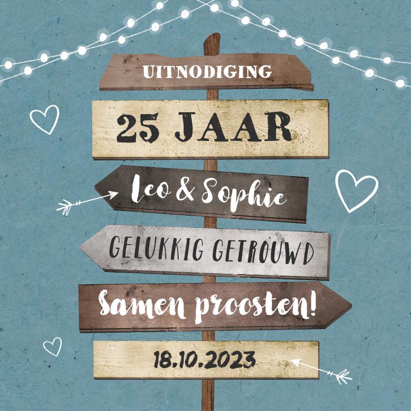 Jubileumkaarten - Jubileumkaart uitnodiging hip met houten wegwijzers en foto