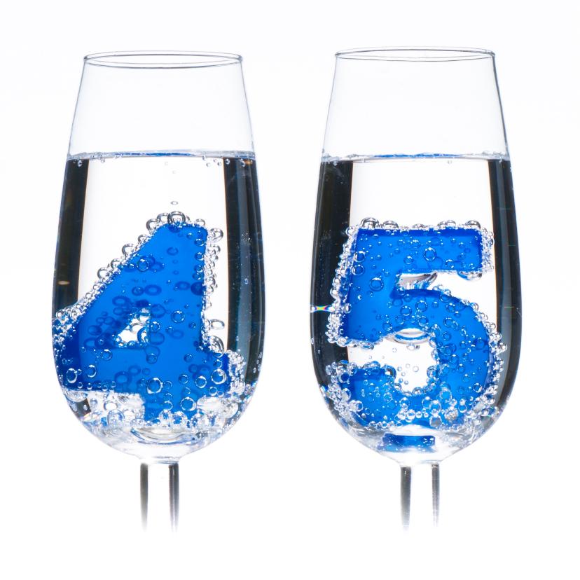 45 in champagne glazen met bubbels 2