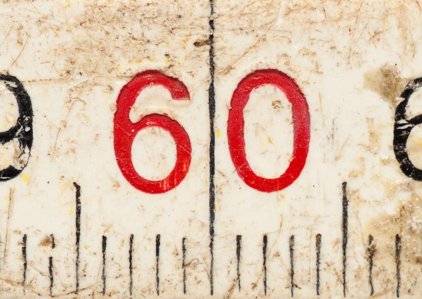 60 op oude witte duimstok 1