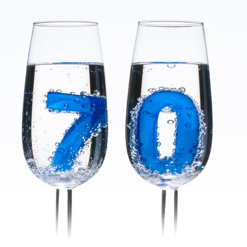 70 in champagne glazen met bubbels 2