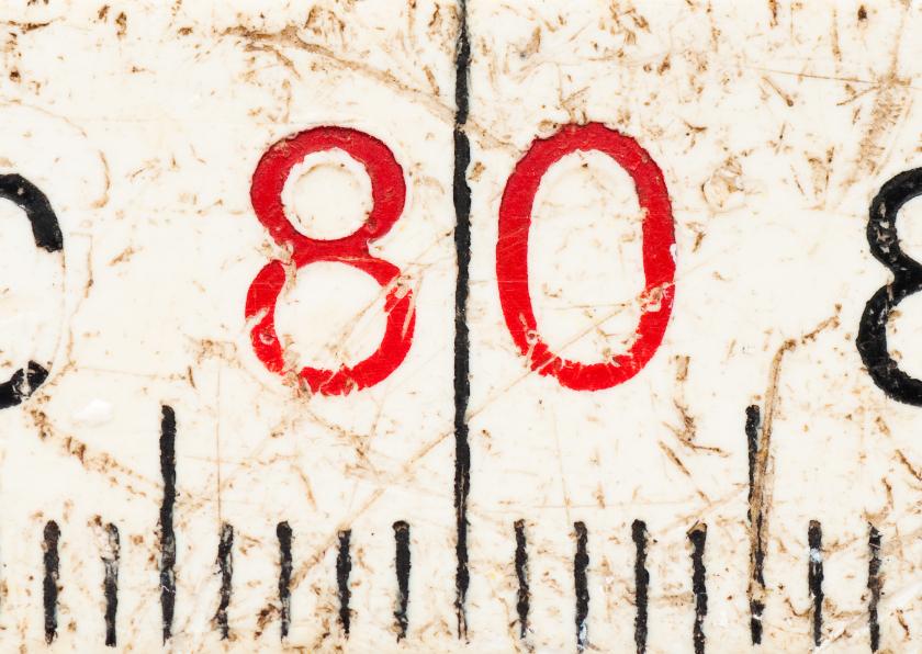 80 op oude witte duimstok 1