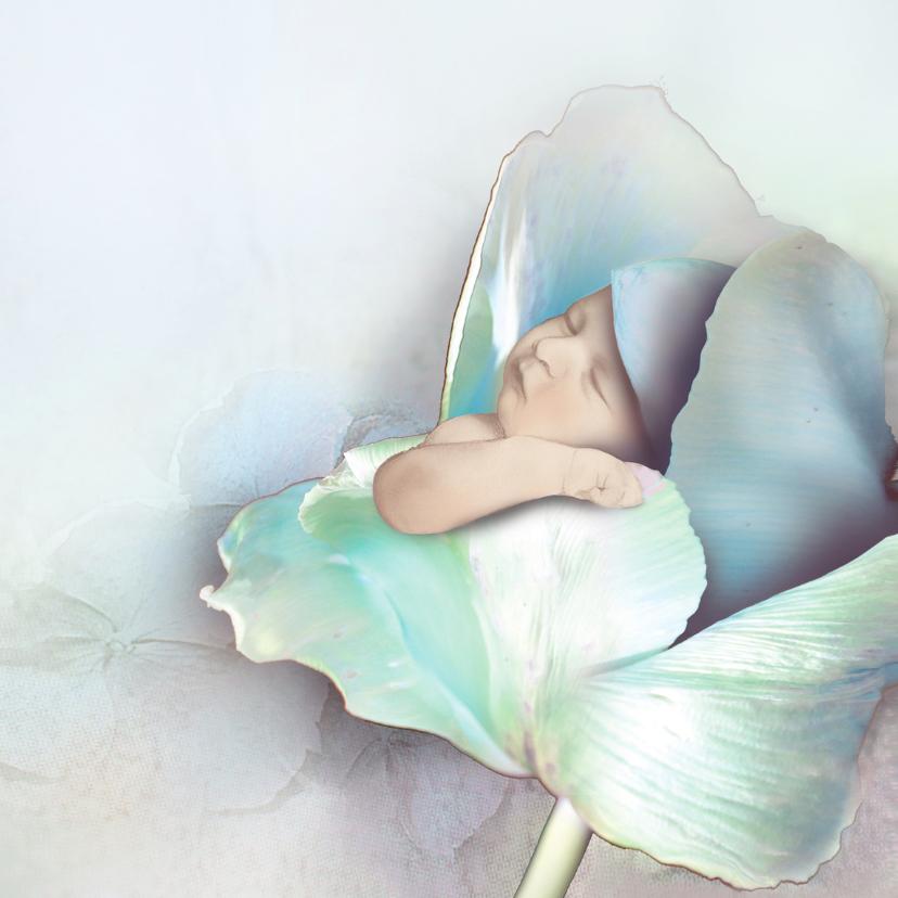 Handgetekende baby in bloem 1