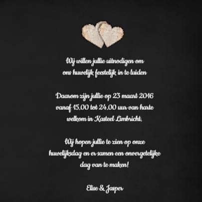 Houten hartjes op een krijtbord 3