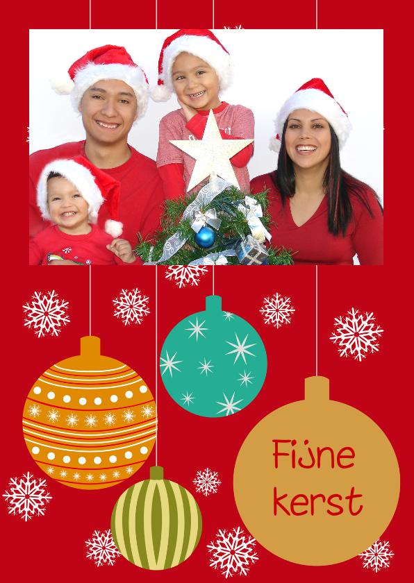 Kerstkaart met kerstballen en foto 1