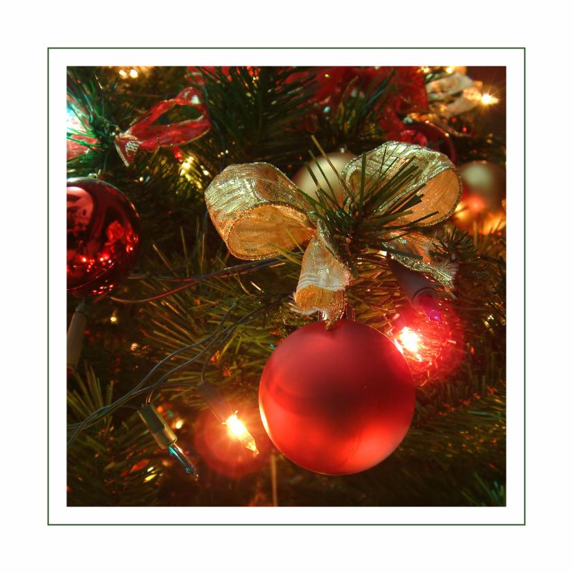 Kerstkaart met rode kerstballen 1