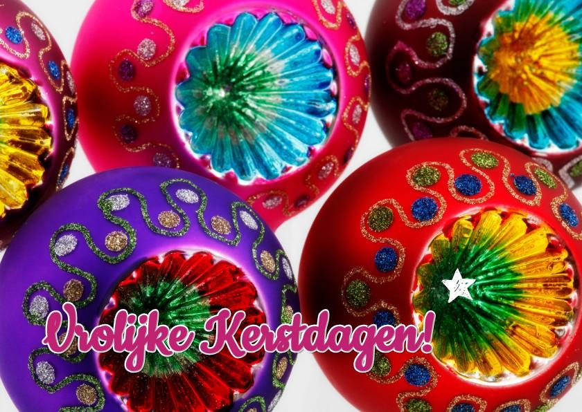 Kerstkaart Vrolijke kitsch kerstballen 1