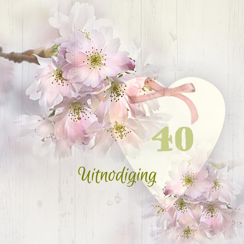 Uitnodiging lentebloesem op hout 1