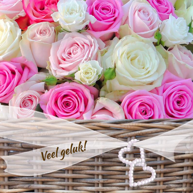 Veel geluk met mand rozen 1