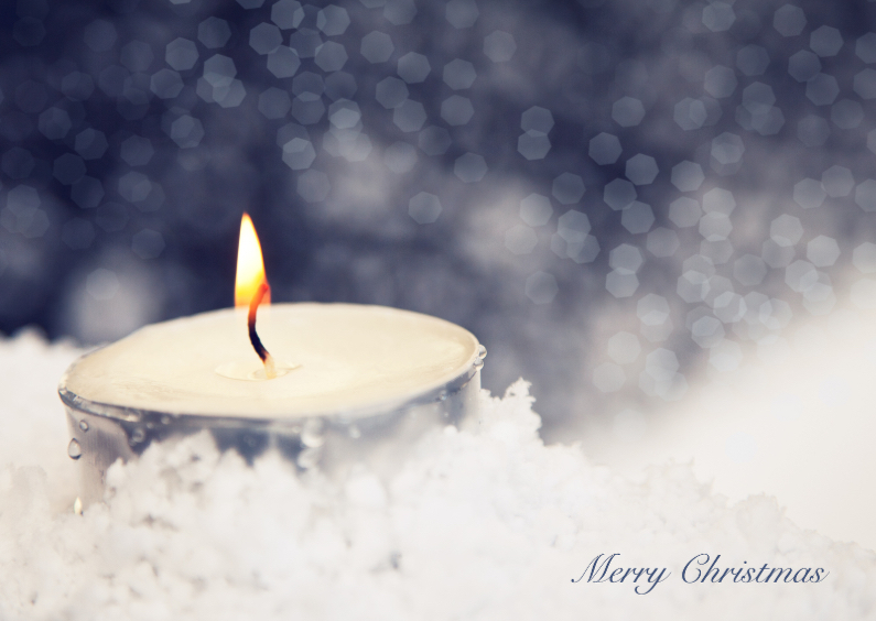 Kerstkaarten - kaarsje in de sneeuw