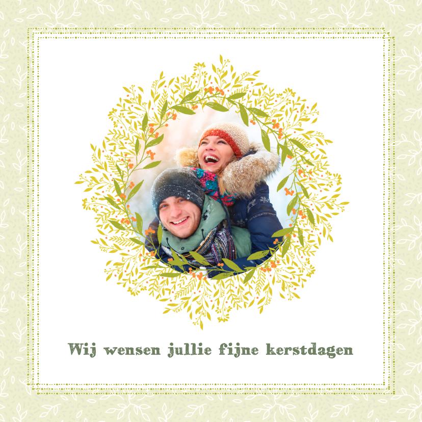 Kerstkaarten - Kerstkaart groene blaadjes, oranje besjes en foto's