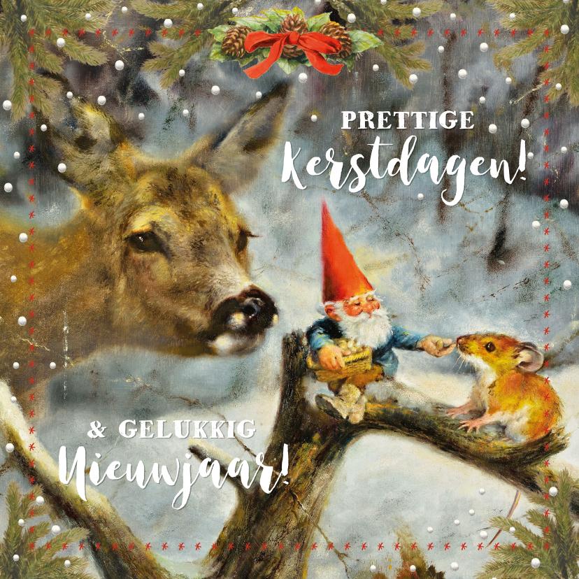 Kerstkaarten - Kerstkaart kabouter voert hert en muis in het winterbos