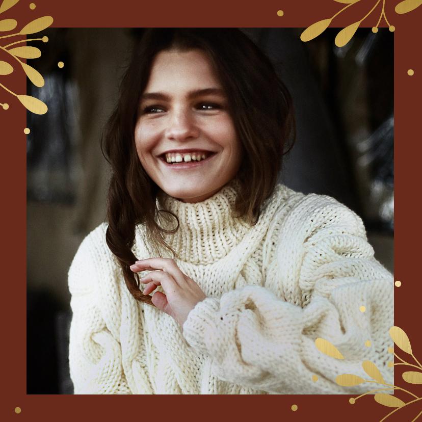 Kerstkaarten - Kerstkaart met grote foto, gouden takjes en besjes