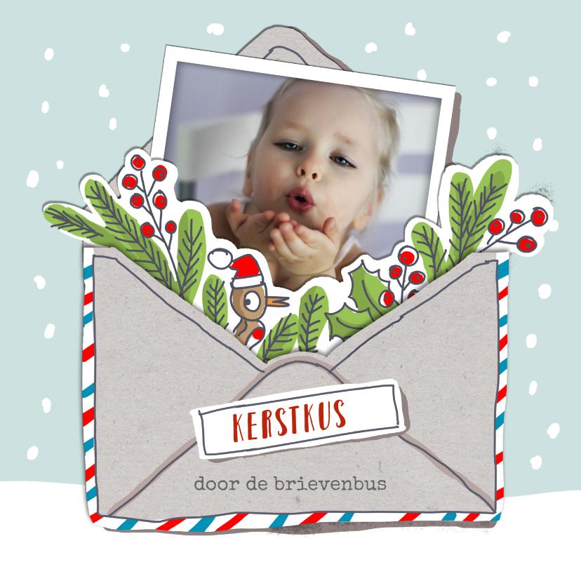 Kerstkaarten - Kerstkaart met kerstkus in een envelopje met foto
