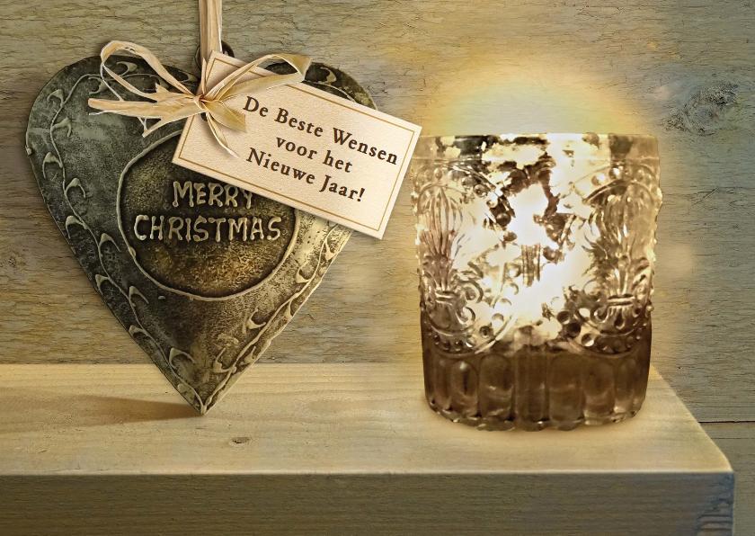 Kerstkaarten - Mooie klassieke kerstkaart met kaars en hart op houtlook