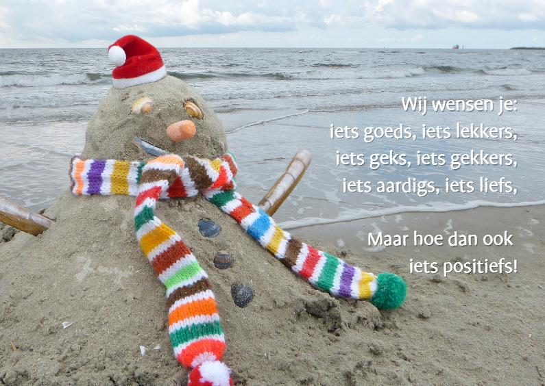 Kerstkaarten - Sneeuwman van zand - bij zee