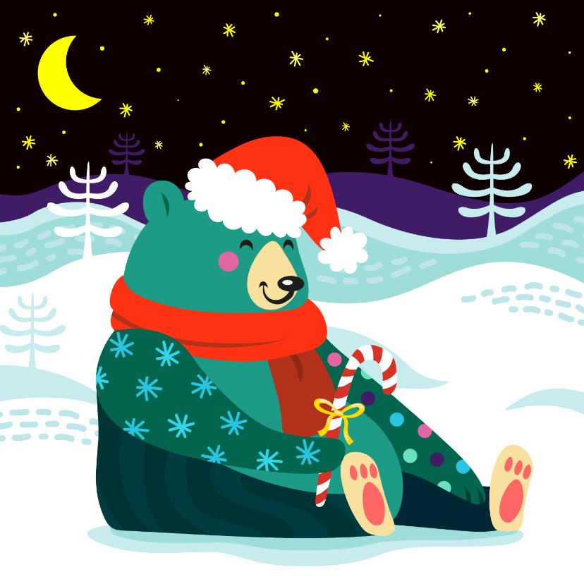 Kerstkaarten - Vrolijke kerstkaart met kleurrijke beer in de sneeuw