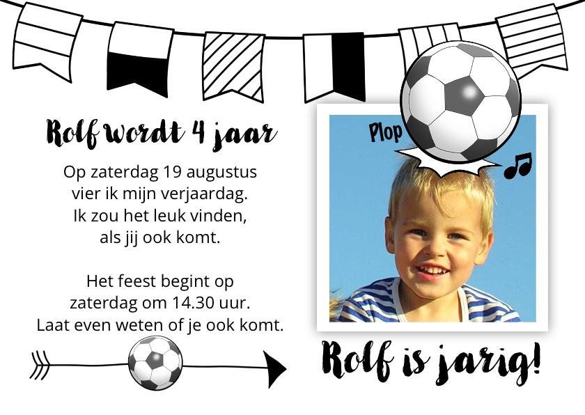 Kinderfeestjes - Leuke uitnodiging kinderfeest, jongen kopt naar voetbal