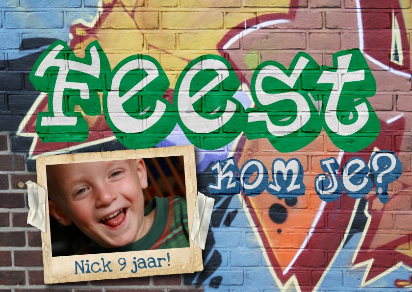 Kinderfeestjes - Uitnodiging feest graffiti muur man jongen