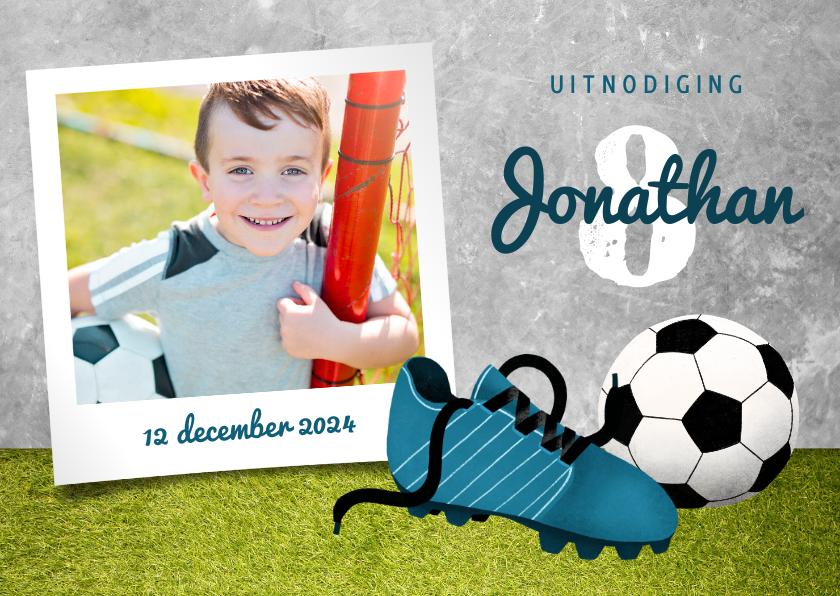 Kinderfeestjes - Uitnodiging kinderfeestje met gras, voetbal en voetbalschoen