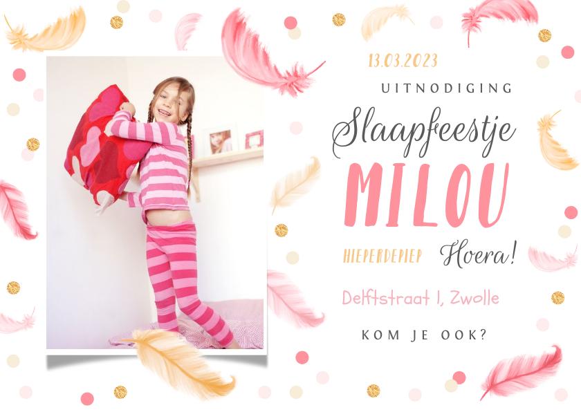 Kinderfeestjes - Uitnodiging slaapfeestje fotokaart veertjes confetti meisje