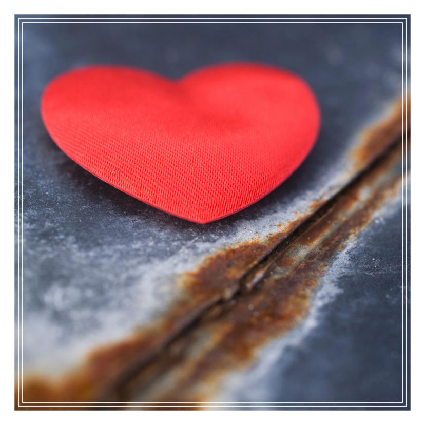 Zomaar kaarten - Rood hart op een roestige plaat