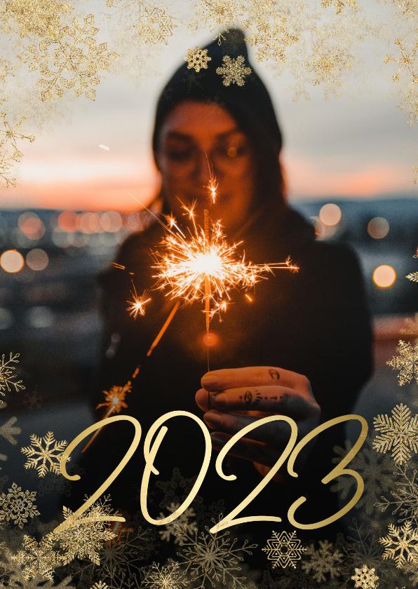 Nieuwjaarskaarten - Nieuwjaarskaart grote foto met sneeuwkader en gouden 2022