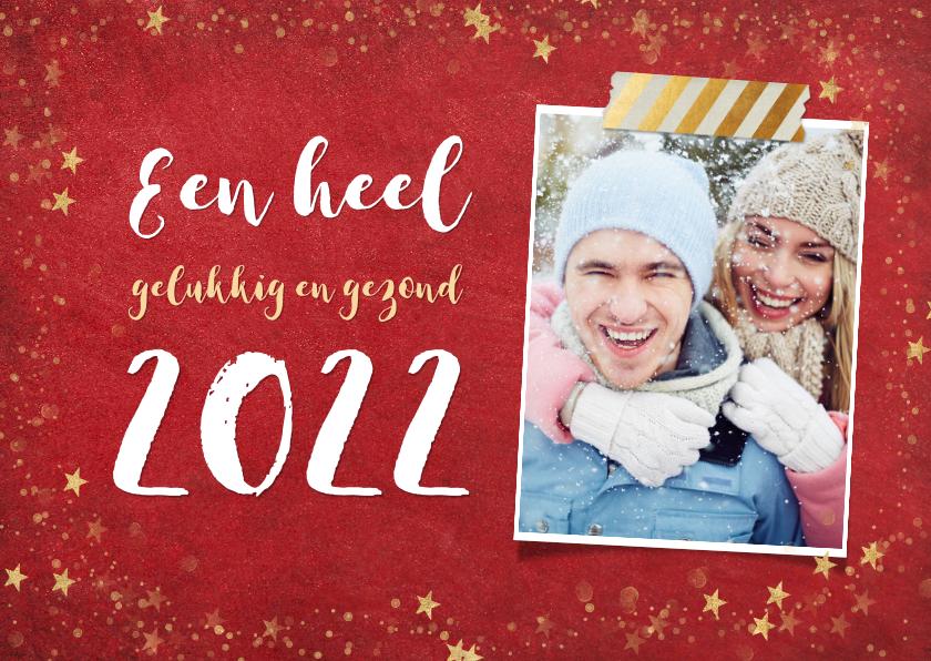 Nieuwjaarskaarten - Trendy rode nieuwjaarskaart met gouden sterren en 2022