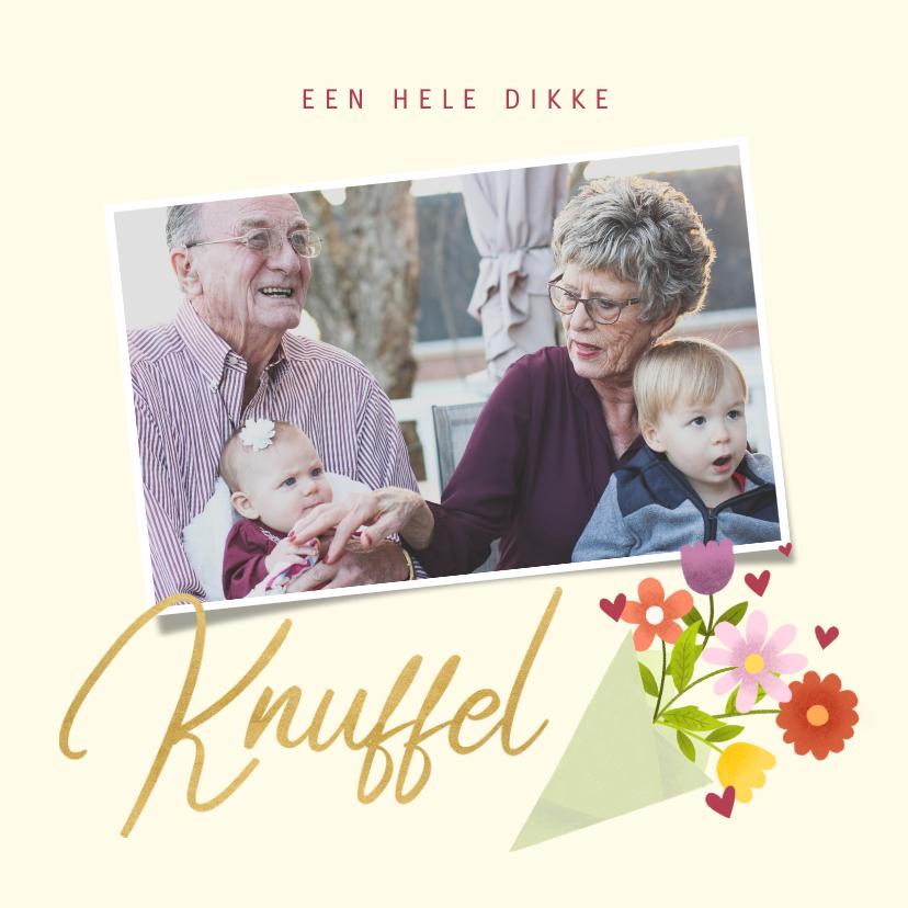 Opa en Oma kaarten - Lieve opa en oma kaart met bosje bloemen, knuffel en foto