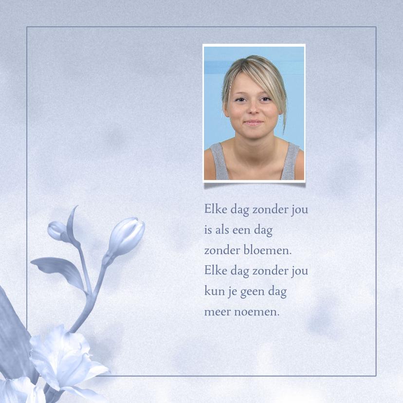 Rouwkaarten - Mooie rouwkaart met bloem op gewassen achtergrond met foto