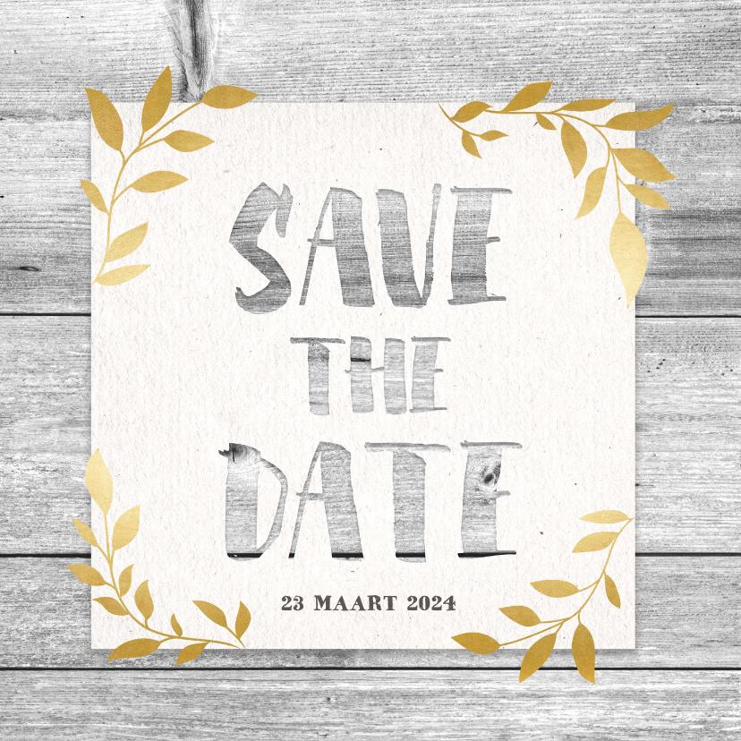 Trouwkaarten - Hippe save the date kaart met hout, papier en gouden takjes