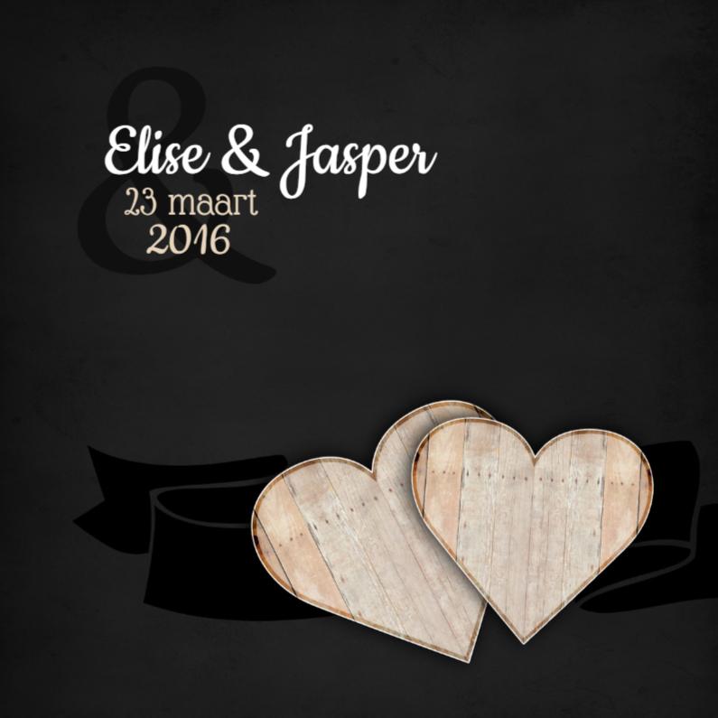 Trouwkaarten - Houten hartjes op een krijtbord