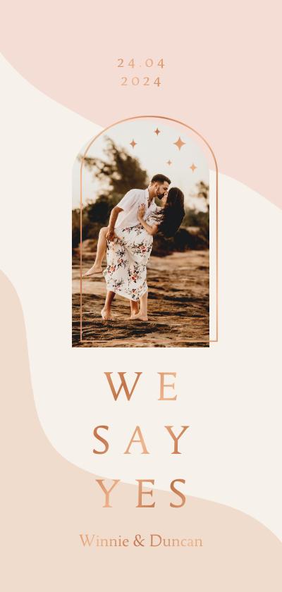 Trouwkaarten - Trendy trouwkaart in roze aardetinten met boog langwerpig
