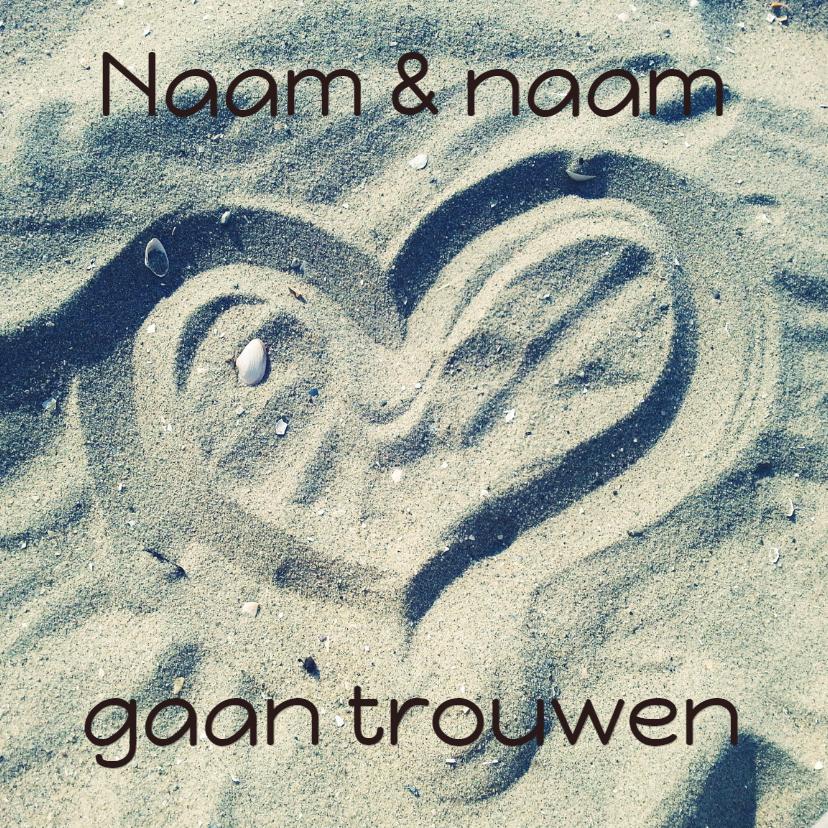 Trouwkaarten - Trouwkaart hart in het zand