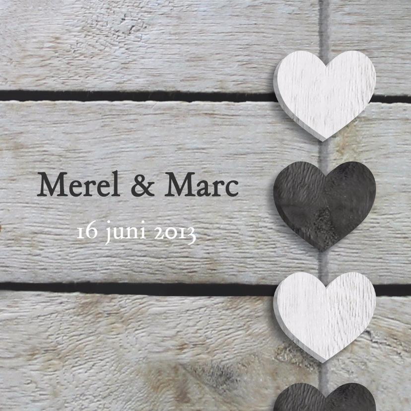 Trouwkaarten - Trouwkaart hart slinger op hout